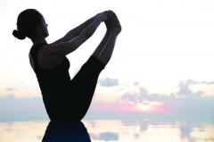 Der weite Blick auf das Mittelmeer ist beim Yoga im Aphrodite Hills Resort inklusive