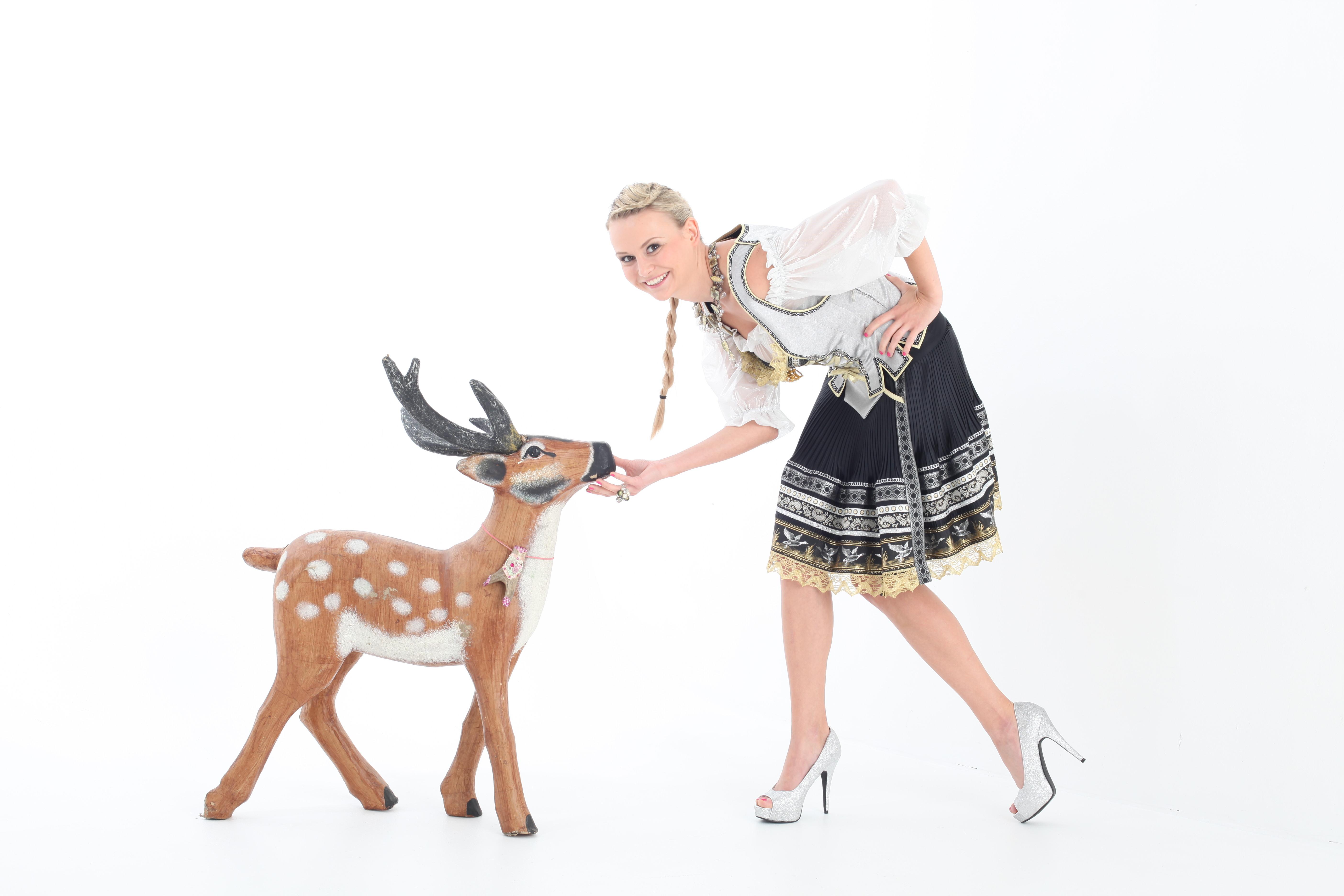 DIRNDLPUNK Trachten, München – Mode die opulent, prachtvoll und erfrischend anders ist