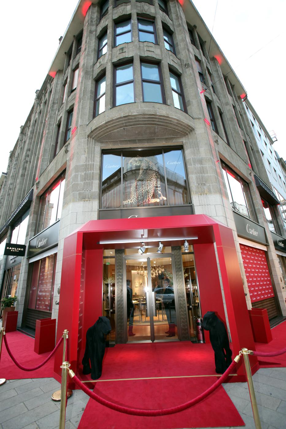 cartier hamburg die cartier boutique erstrahlt in neuem. Black Bedroom Furniture Sets. Home Design Ideas