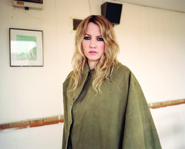 "Ladyhawke – Ihr Song ""Girl Like Me"" auf Erfolgskurs"