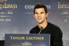 Taylor Lautner bei der Pressekonferenz für BREAKING DAWN - BISS ZUM ENDE DER NACHT Teil 2. © 2012 Concorde Filmverleih GmbH