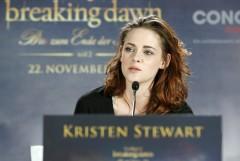 Kristen Stewart bei der Pressekonferenz für BREAKING DAWN - BISS ZUM ENDE DER NACHT Teil 2. © 2012 Concorde Filmverleih GmbH