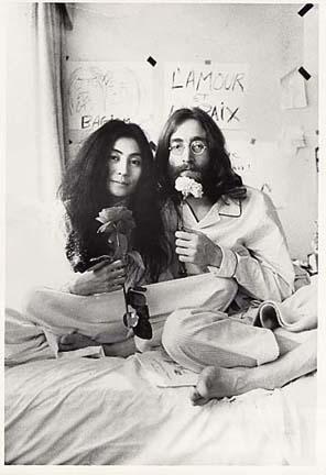 """John Lennon – """"Happy Christmas (War Is Over)"""" (1972)"""
