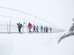 Die höchstgelegene Hängebrücke Europas, der TITLIS Cliff Walk, befindet sich seit dem 7. Dezember in Engelberg in der Zentralschweiz (© Oskar Enander)