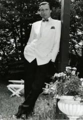 Peter Bond in 007Bond Pose in den 80er-Jahren (© privat)
